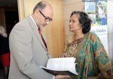 Ishrat Shamin (Presidenta Fundadora del Centro de Estudios de la Mujer y de la Infancia en Bangladesh) y Félix Balboa (Presidente-Fundador de Fundación Phi)