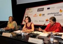 Ishrat Shamin (Presidenta Fundadora del Centro de Estudios de la Mujer y de la Infancia en Bangladesh) y Dra. Vandana Shiva, fundadora de la Fundación para la Investigación Científica, Tecnológica y Ecológica en India