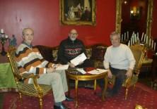 De izquierda a derecha: D. Pedro Pozas (Director Ejecutivo del Proyecto Gran Simio en España), D. Félix Balboa (presidente-fundador de Fundación Phi) y José Pablo Gadea (presidente de Fundació Mediambiental)