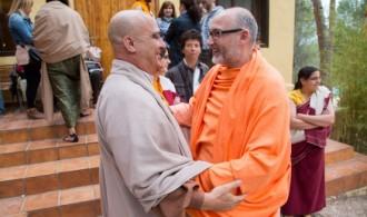 H.H. Swami Rameshwarananda Giri Maharaj y el Maestro Dokushô Villalba