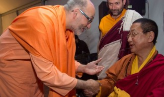 H.H. Swami Rameshwarananda Giri Maharaj y Lama Gyurme