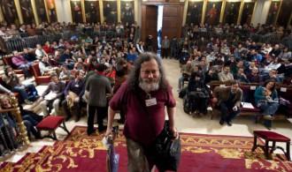 Richard Stallman a su llegada al paraninfo de la Universidad de Valencia.