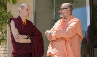 H.H. Swami Rameshwarananda Giri Maharaj y el Venerable Lama Rinchen Gyaltsen