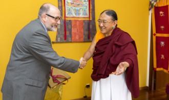 D. Félix Balboa, presidente y fundador de Fundación Phi, recibido por Su Santidad Sakya Trizin