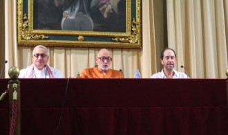 De izquierda a derecha: Juan Carlos Ramchandani (Krishna Kripa Dasa), Swami Rameshwarananda Giri y Javier Ruiz Calderón (Shánkara)