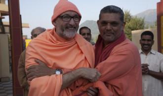 Pujya Swami Rameshwarananda Giri Maharaj y Rev. Swami Prem Vivekanand