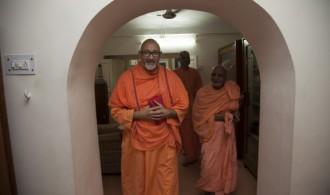 Pujya Swami Rameshwarananda Giri Maharaj y Rev. Swami Hamshananda Saraswati