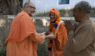 Pujya Swami Rameshwarananda Giri Maharaj y Rev. Swami Chaitanyananda Puri