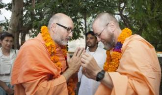 Pujya Swami Rameshwarananda Giri Maharaj y Rev. Swami Atamananda Udasin