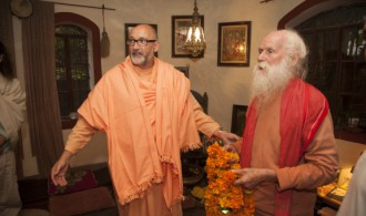 Pujya Swami Rameshwarananda Giri Maharaj y Rev. Swami Jnanananda Giri