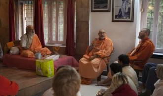 H.H Shivarudra Balayogi y Pujya Swami Rameshwarananda Giri Maharaj