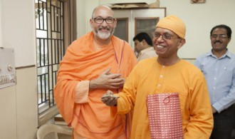 Pujya Swami Rameshwarananda Giri Maharaj y Rev. Swami Shantatmananda - Secretary Ramakrishna Mission Delhi
