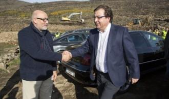 El presidente de Fundación Phi, Félix Balboa, recibe al Presidente de la Junta de Extremadura, Guillermo Fernández Vara
