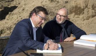 Presidente de la Junta de Extremadura, Guillermo Fernández Vara y el presidente de Fundación Phi, Félix Balboa