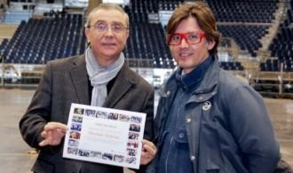 Entrega del diploma de agradecimiento a D. Pedro Lope, Director técnico de Feria Valencia