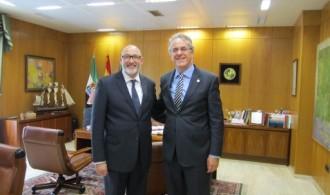 El Presidente de Fundación Phi, D. Félix Balboa y el Excmo. Sr. D. Segundo Píriz Durán, Rector de la Universidad de Extremadura