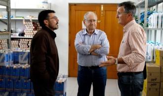 Rafael Álvarez de Fundación Phi, Ximo Esteve, director de Cáritas Interparroquial de Puçol y José Mª Moreno, tesorero