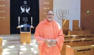 H.H. Swami Rameshwarananda Giri Maharaj en la Sinagoga de Munich