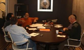 El presidente de Fundación Phi, D. Félix Balboa, en una reunión con miembros del Proyecto Universidad de la Consciencia