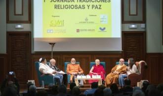De izquierda a derecha: Isaac Sananes Haserfaty (judaísmo), Vicente Collado (cristianismo), Swami Rameshwarananda Giri (hinduismo), Ven. Tenzin Chöky (busdismo), Vicente Mota (islam), Amparo Navarro (SJM Valencia)
