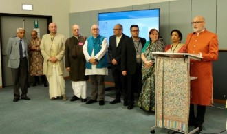 Pujya Swami Rameshwarananda dando su mensaje de felicitación por Diwali