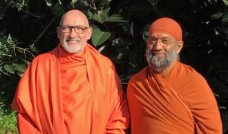 H.H. Swami Rameshwarananda Giri Maharaj con H.H. Swami Vidyadhishananda Giri
