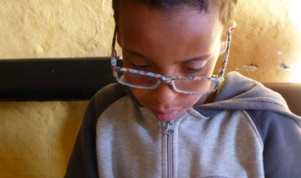 Yaokal con sus gafas nuevas